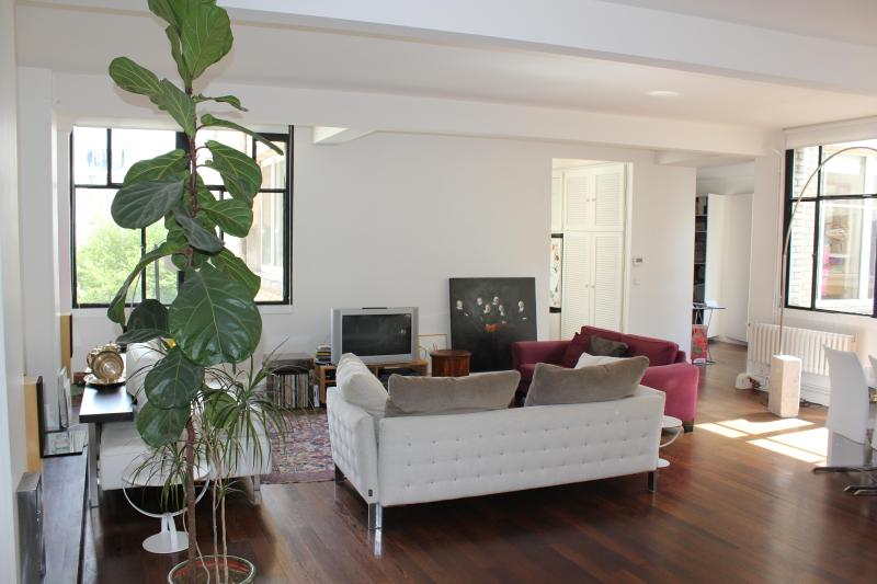 Design, bright and large flat near the Eiffel Tower and Invalides