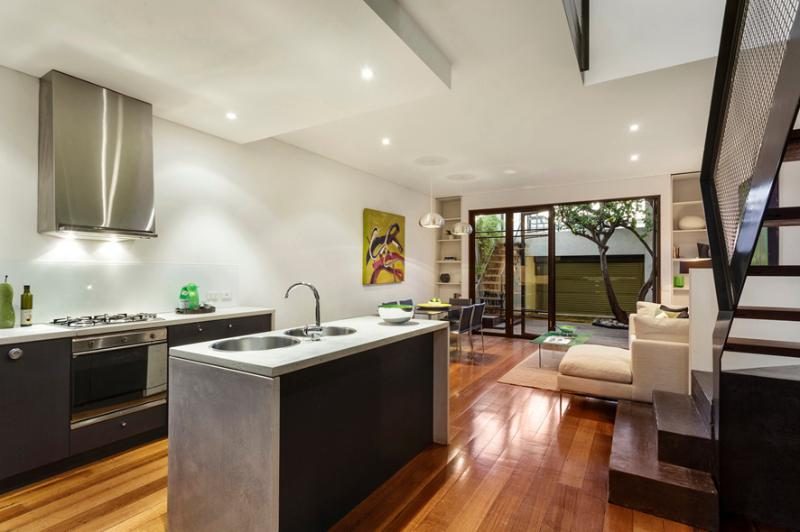 Modern & spacious living / dining / kitchen