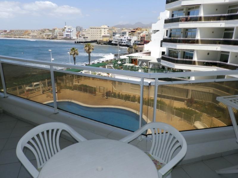 Apartment with wifi, pool and sea views in El, holiday rental in El Medano