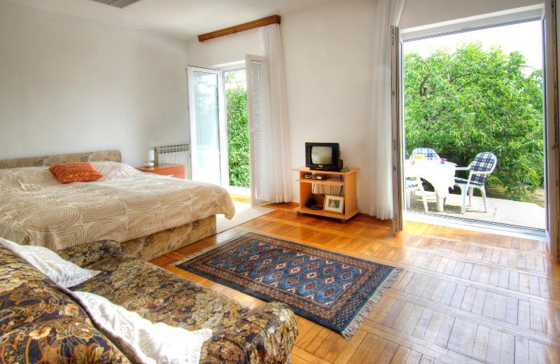 Schlafzimmer und die Terrasse