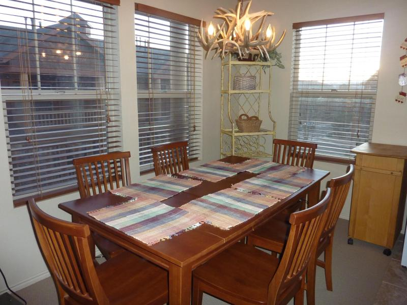 Dining Room - seats sixs