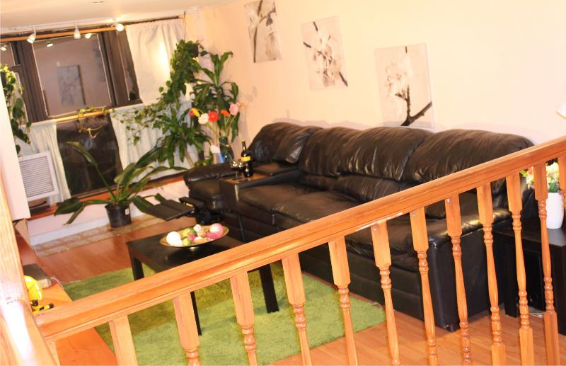 Large & Confortable Leather sofa & recliner Huge LED TV Cable and all the ammenities