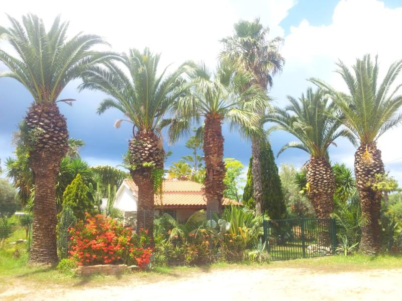 Wonderful Villa in Lush Greenery Beach Close, vakantiewoning in San Nicolo
