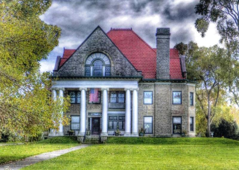 HISTORIC STONE HOUSE ON THE SHORES OF LAKE ERIE! ENJOY AMAZING OTTAWA COUNTY!!