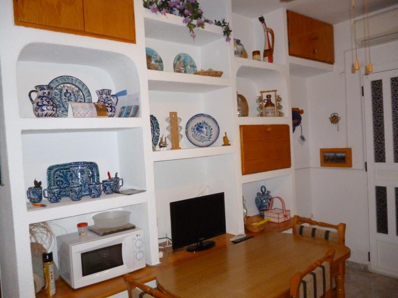 imagen del salon comedor,hecha desdeel interior ,en el margen derecho se puede apreciar la entrada a