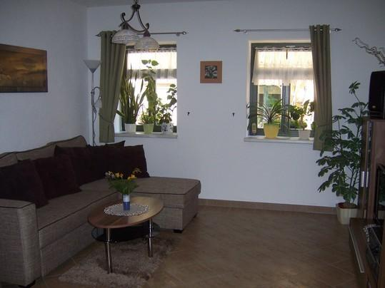 Wohnzimmer mit Schlafcouch/ living room with daybed