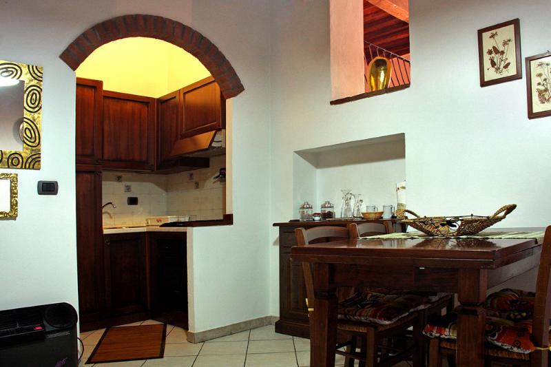 Bilocale in centro Storico di Piombino, vacation rental in Piombino
