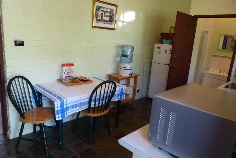El área de cocina y comedor