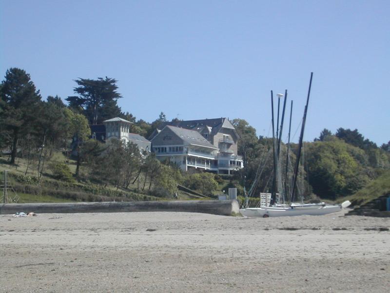 Résidence face à la mer :la plage où location de bateaux, planches à voile, kayaks de mer
