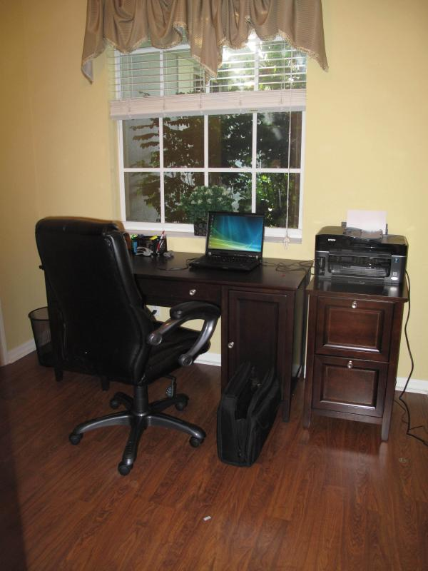 Office with laptop, WiFi, printer, scanner