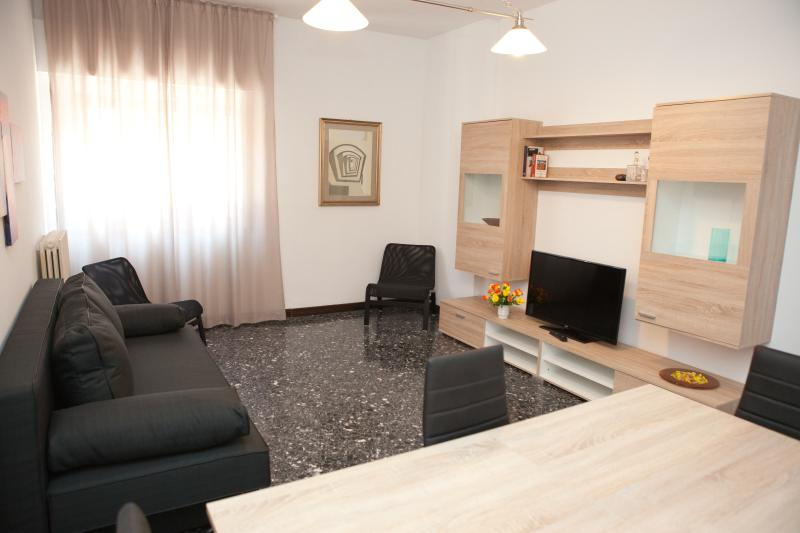 Sitting room with sofa bed and LCD TV - Soggiorno