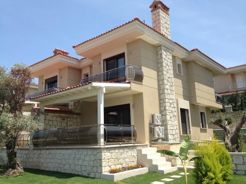 Fantastic brand-new triplex villa
