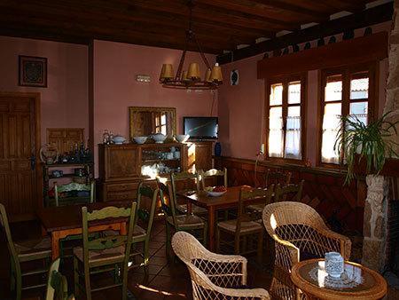 vista parcial del salón comedor