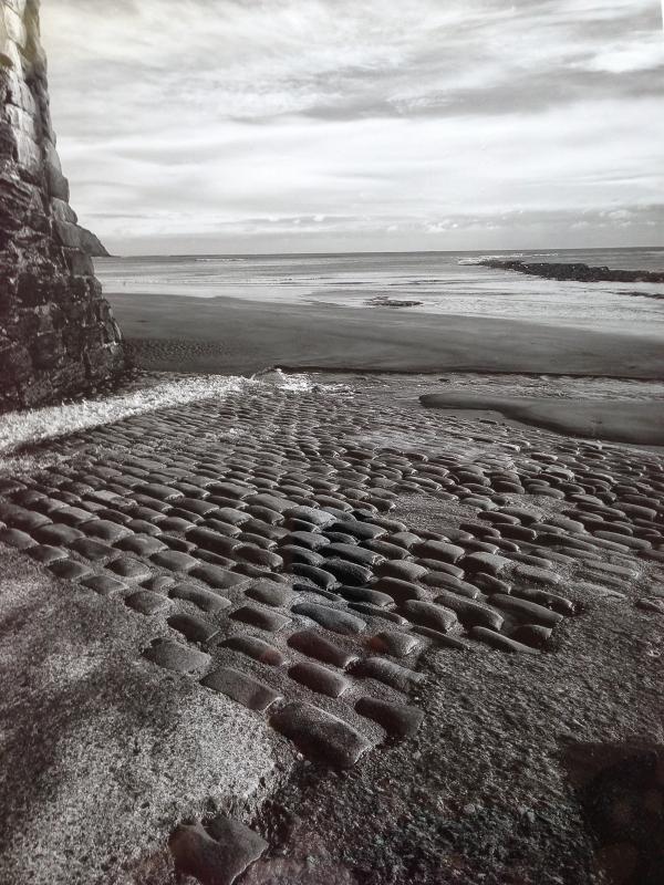 scalo di alaggio e spiaggia con la bassa marea
