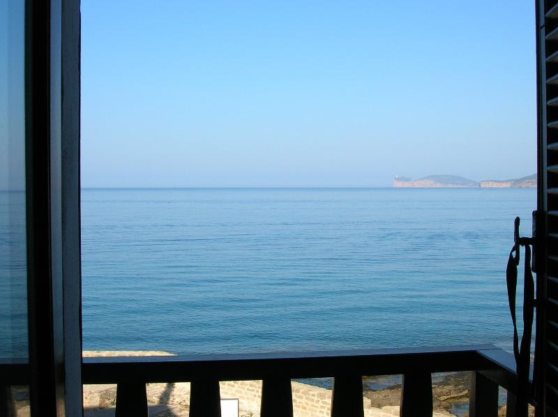 Il buongiorno dal balcone -  From the balcony: good morning Alghero!