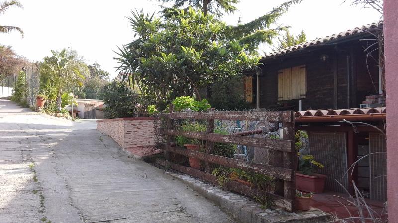 bivani arredato indipendente a monreale, vicino a, holiday rental in Monreale
