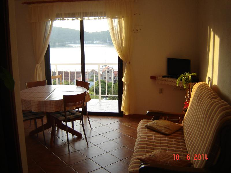 Apartment A-1 Josip Pe?arevi?, holiday rental in Vis