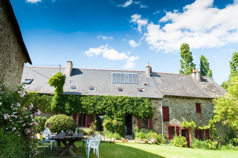 Holiday Ecologite, Brittany  'La Riviere'., holiday rental in Martigne-Ferchaud
