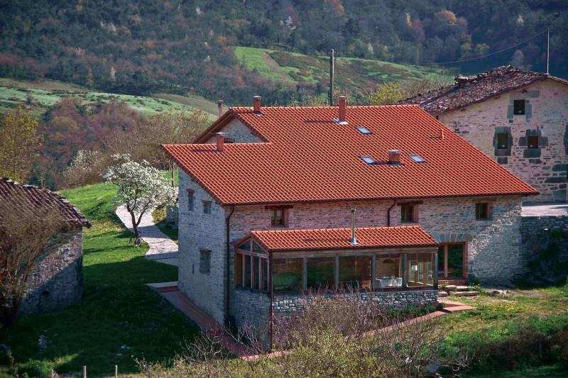 Zelaikoetxe,  house in the fields in Ayala Valley, holiday rental in Murguia