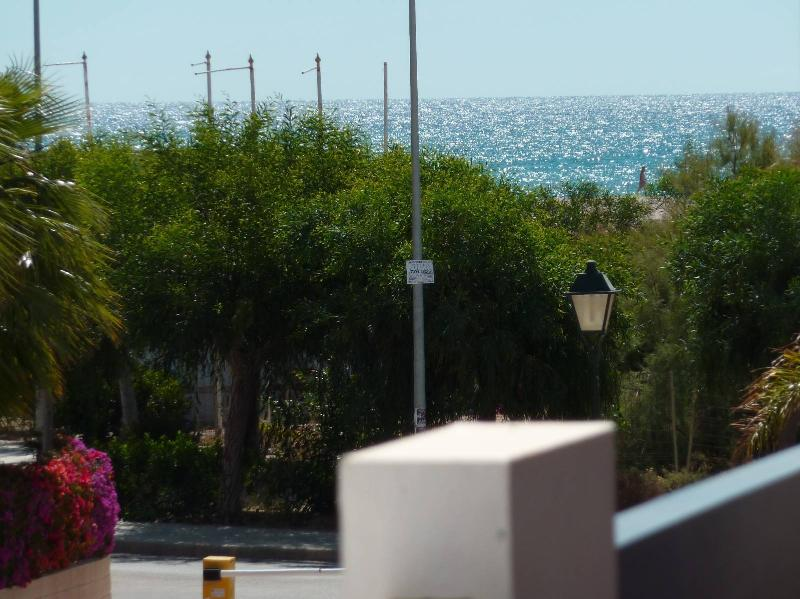 Playa (Vista desde el pasillo del edificio)
