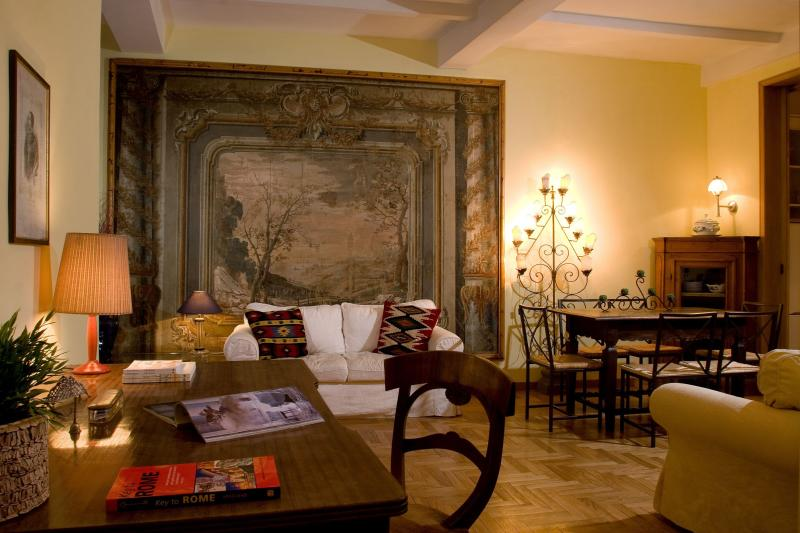 living room: elegant and tastefully decorated, with antique furnitures. Spacious and comfortable