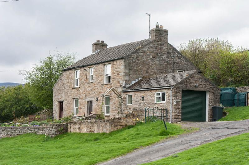 HIllcrest Cottage - edge of village location - private - pub nearby - woodburner, holiday rental in Arkengarthdale