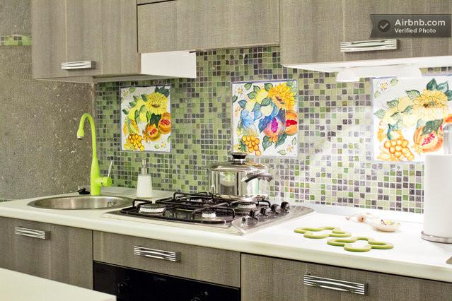Cozinha totalmente equipada (forno, máquina de lavar loiça e frigorífico incluído)