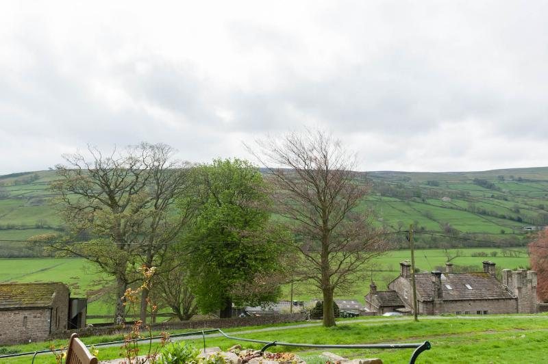 Panoramic views of the Swaledale fells dotted with field barns & miles & miles of dry stone walls.