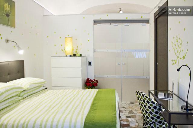 O quarto principal, separado por portas de vidro deslizantes