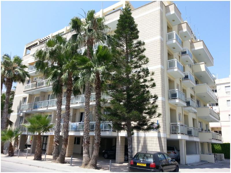 PELIDES APARTMENTS, holiday rental in Larnaca