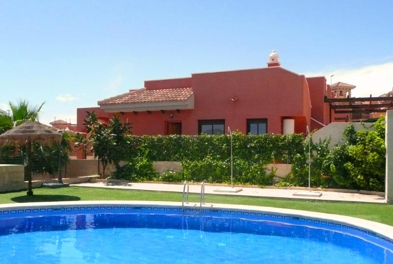 MH05 - 2 Bed , 2 bath Villa in the Mojon Hills Resort, Isla Plana, near beach, holiday rental in Isla Plana