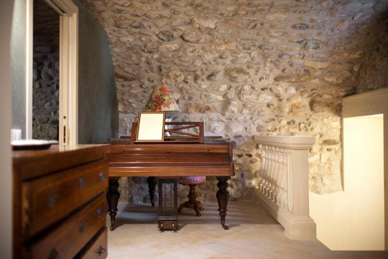 RELAX AREA WITH LONG PIANO