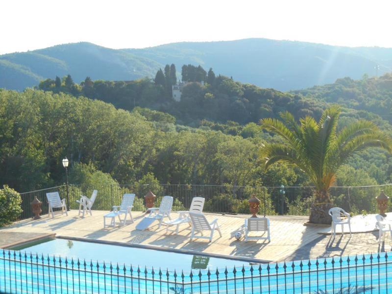 la piscina nella campagna toscana