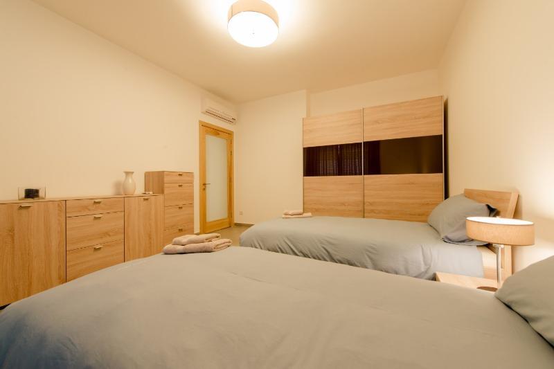 Chambre 3 avec deux lits simples