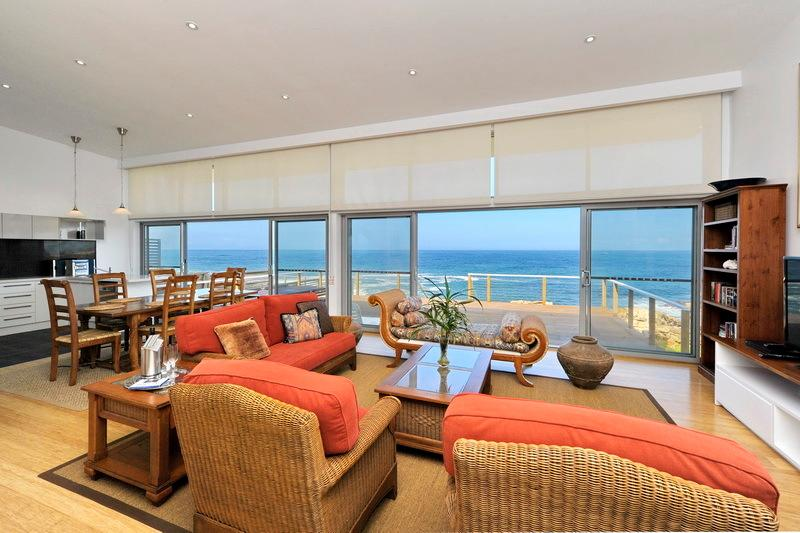 ABSOLUTE OCEANFRONT BEACHOUSE 'STUNNING', vacation rental in Port Stephens