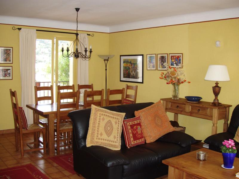 Dining Table (Seats 8)