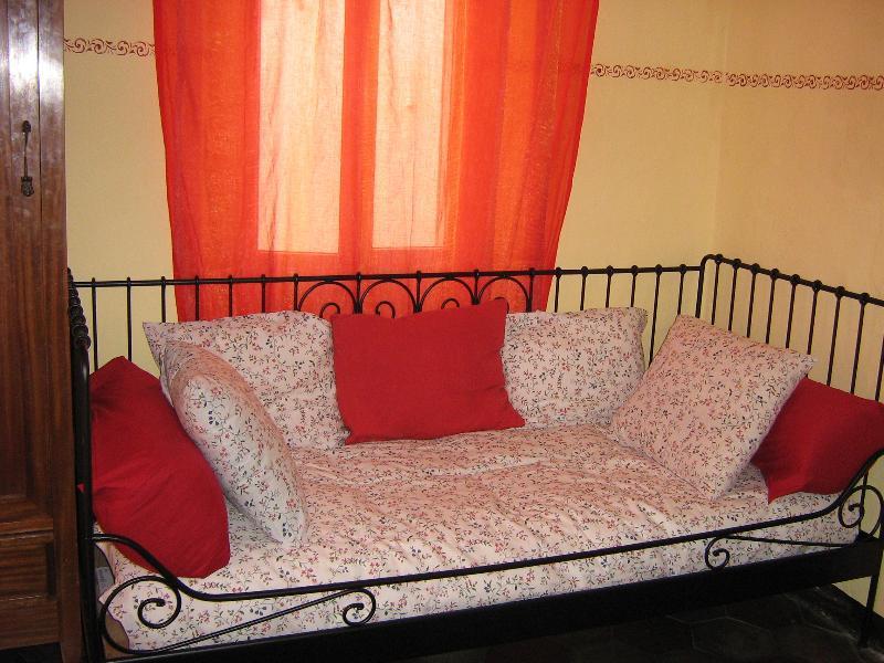 Comodo divano disponibile anche come letto aggiuntivo