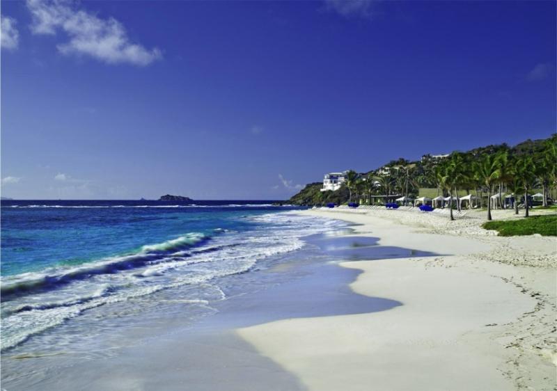 Plage privée et Jacuzzi en bord de plage dans cette Residence SPA Resort