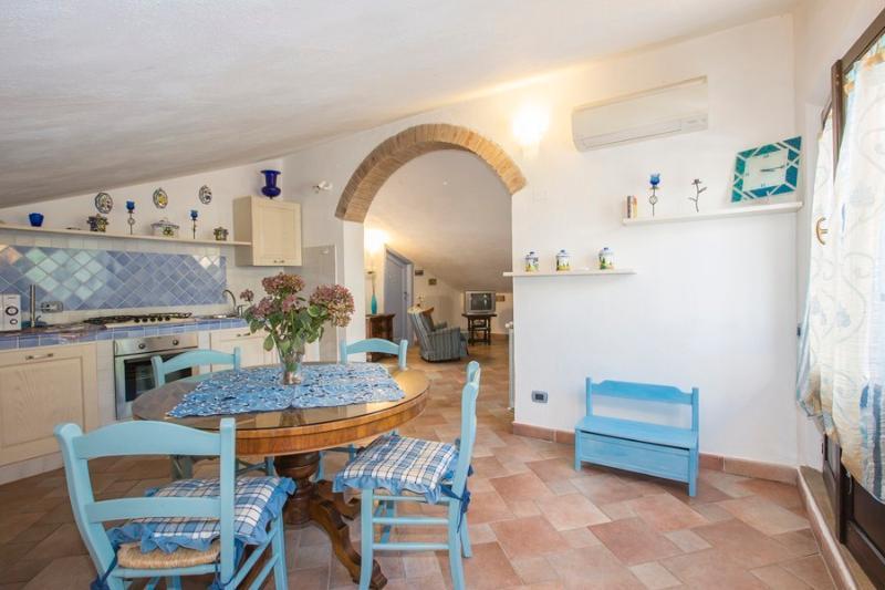 Lovely and little panoramic 'Mansarda', alquiler vacacional en Torniella