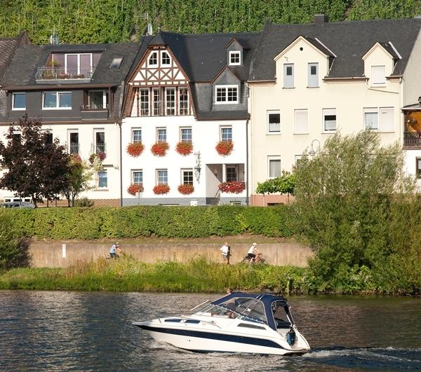 My Europe Base - River View 2, holiday rental in Sohren
