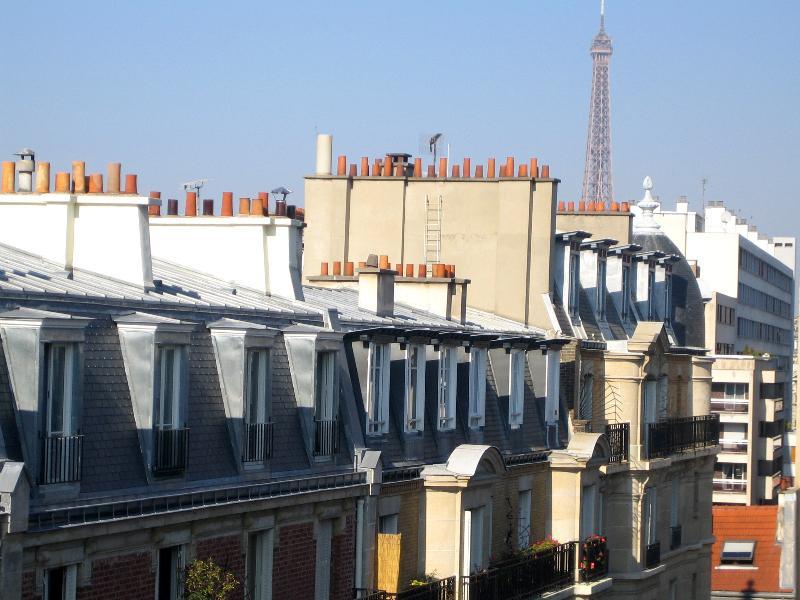 Vue Tour Eiffel et toits de Paris