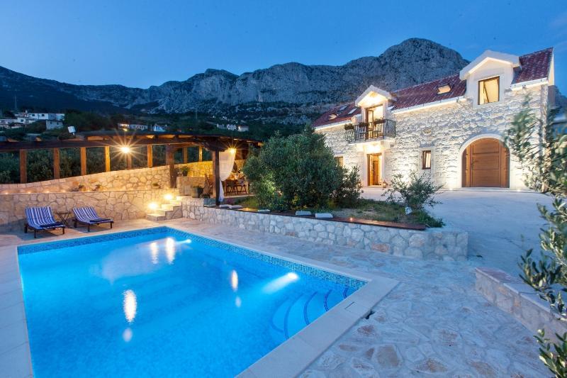 Amazing & secluded Villa Oliva - Podgora, Makarska Riviera!, alquiler de vacaciones en Podgora
