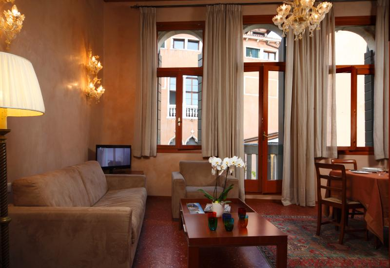 - Located on the second floor of a quiet 16th century Venetian Palace (with a spaciuos LIFT)