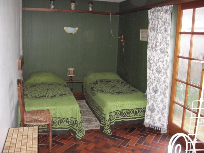 2 bedroom garden side