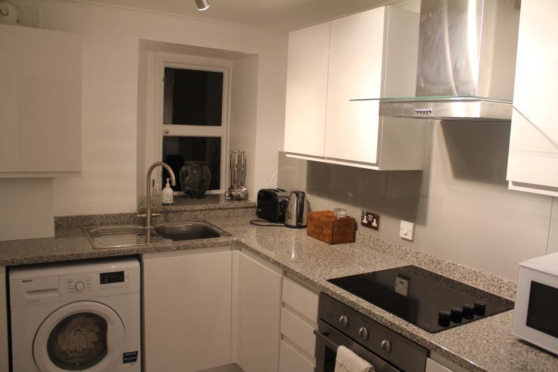 Lovely kitchen with granite worktops