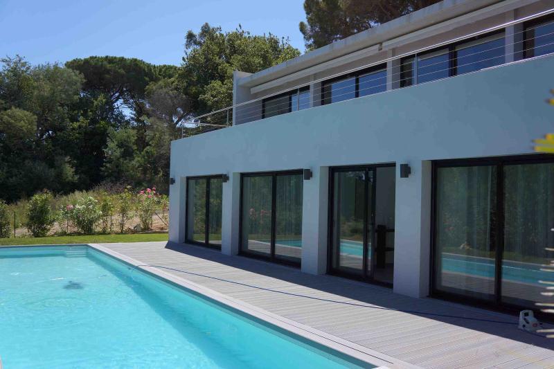 quartos piscina e terraço