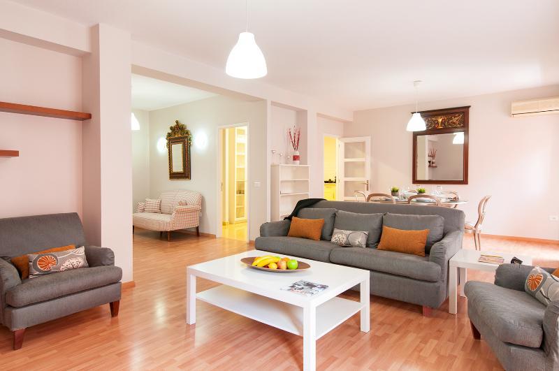 Precioso piso junto al casco viejo de la ciudad con una decoración exquisita...
