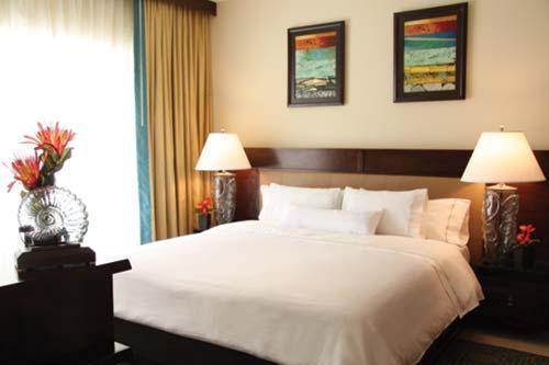La chambre avec son lit king size