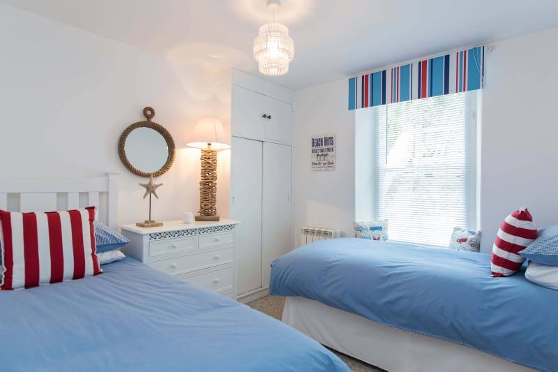 Third bedroom has twin beds