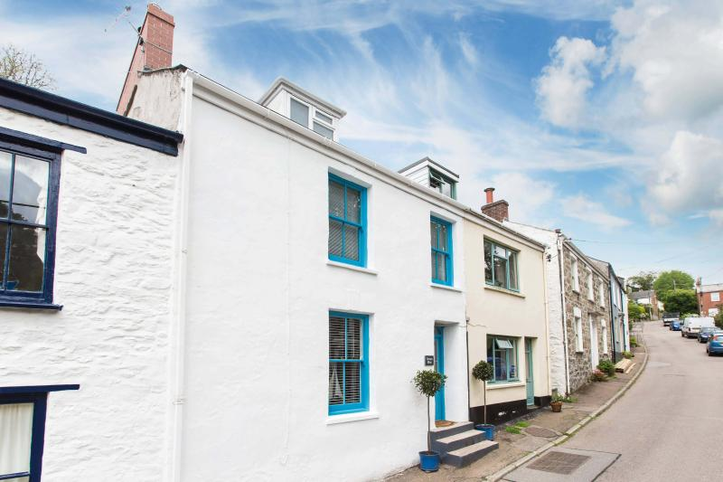 Ocean Blue is a fully refurbished traditional terraced fisherman's cottage